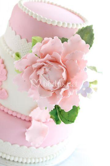 Tarta rosa y peonia