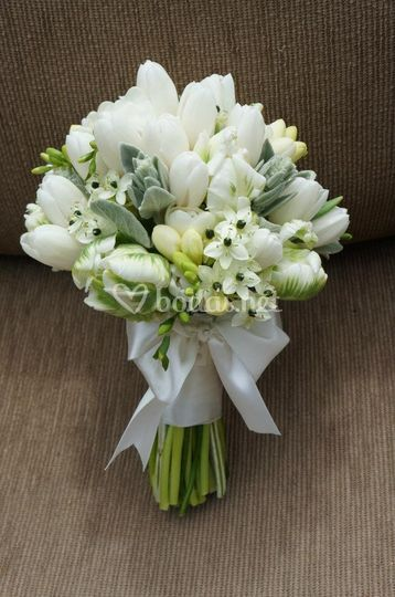 Bouquet con tulipanes