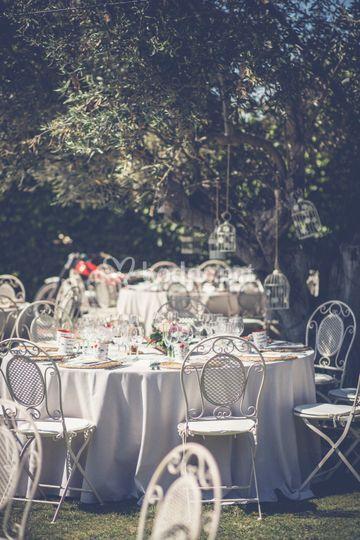 Banquete con silla de forja