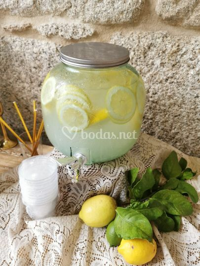 Detalle de limonada de mesa dulce