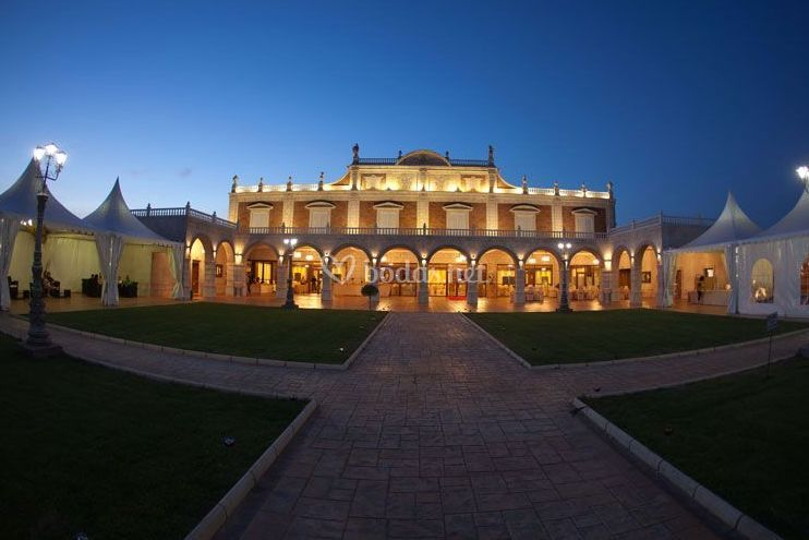 Los Jardines de Palacio de noche