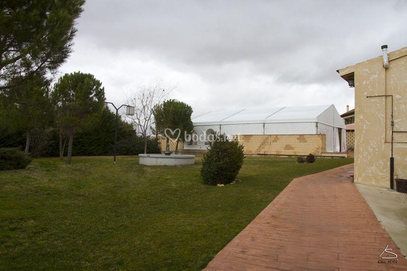 Jardín y carpa