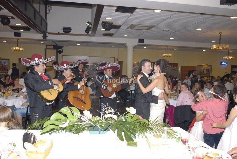 Baile al son de los Mariachis