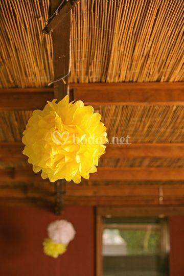 Decoración pompones de seda