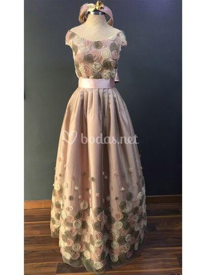 Vestido de fiesta con flores nude