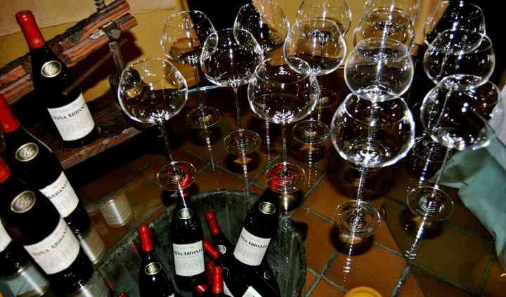 Detalle mesa vinos