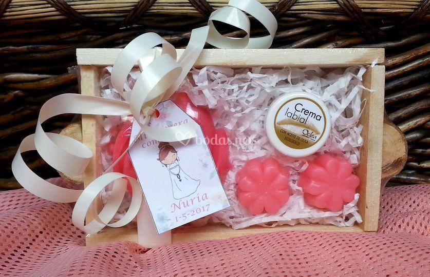 Bandeja: jabones y crema labial