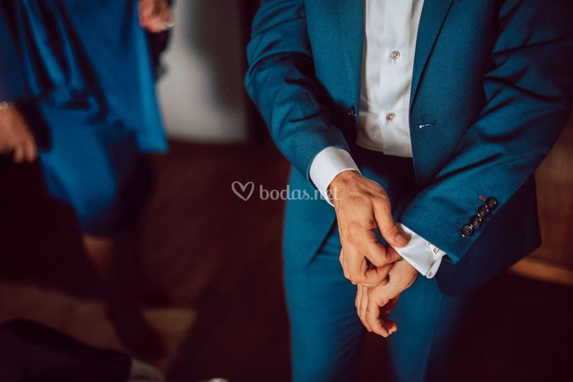 Detalle del traje del novio