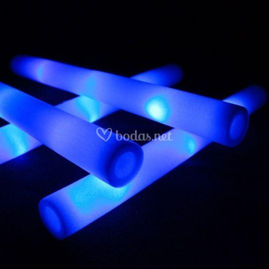 Palos luminosos en azul