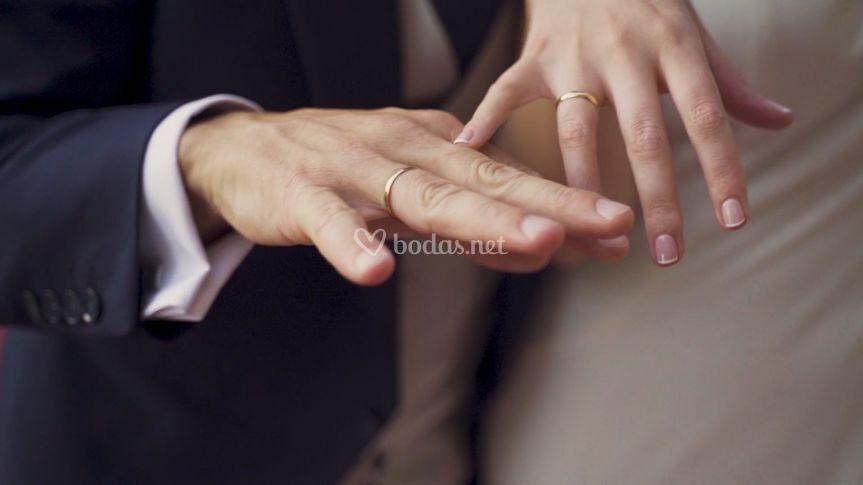 Manos, anillo de boda