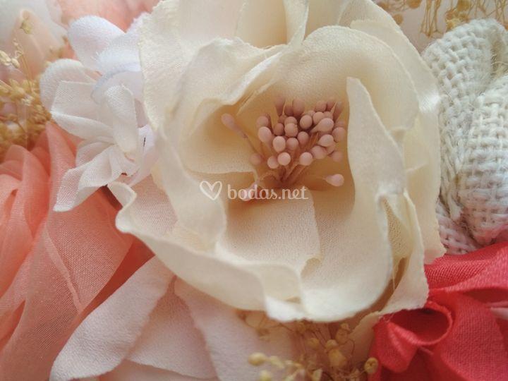 Flores hechas pétalo a pétalo