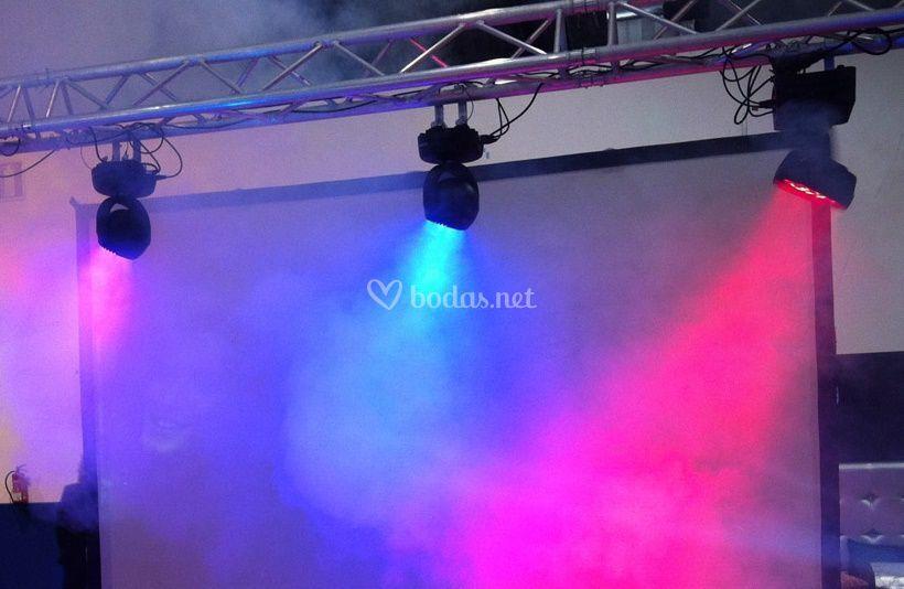 Detalle iluminación y pantalla