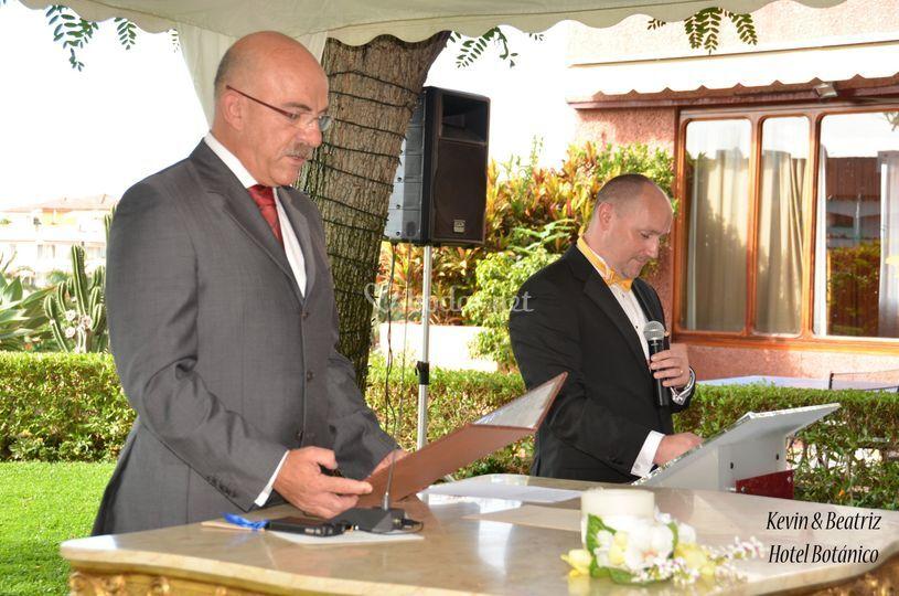Oficiante en boda bilingüe