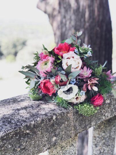 Ramo de flor de temporada silvestre