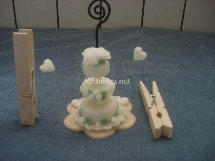 Mini tarta blaca de Recuerdos en porcelana fría