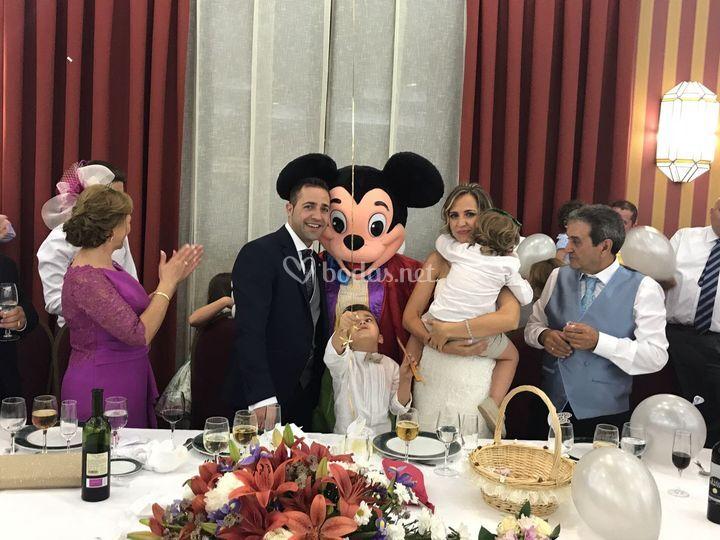 Novios y Mickey