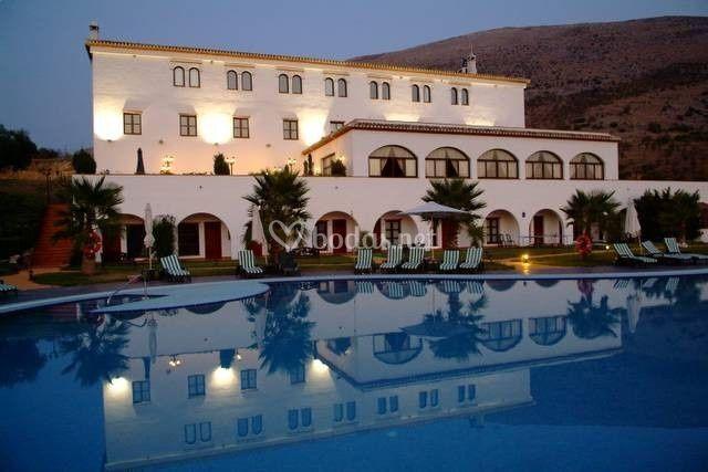 Hotel almazara for Piscina loja granada