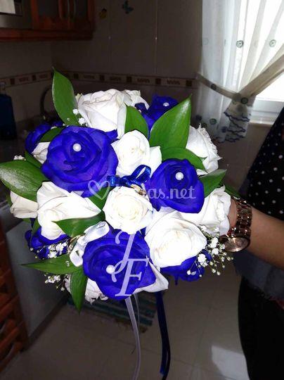Rosas azules - incluye anillos