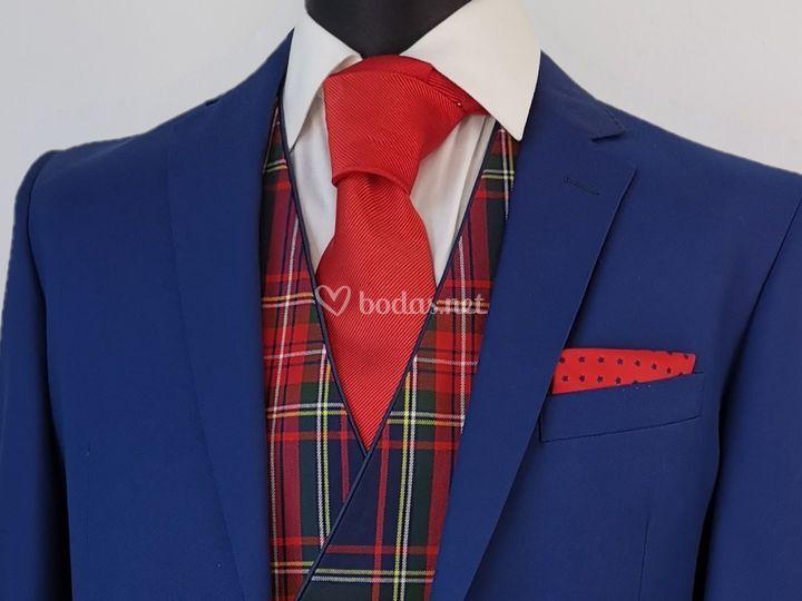 Azul con escocés rojo