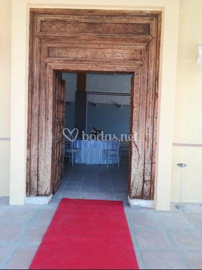 Puerta de entrada al salón