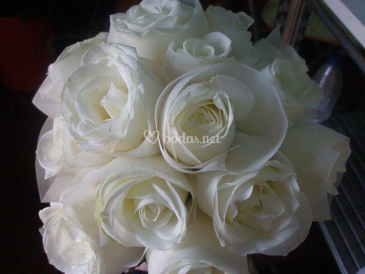 Bouquet de rosas y thul