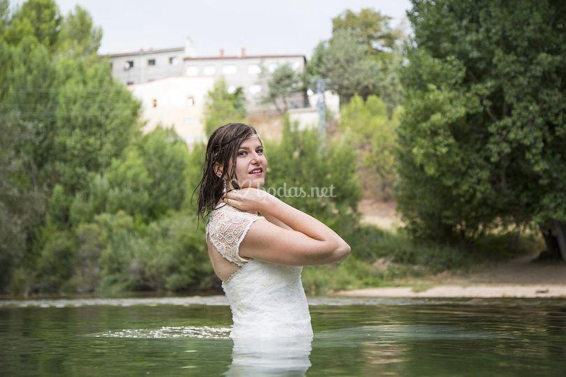 Novia en el río