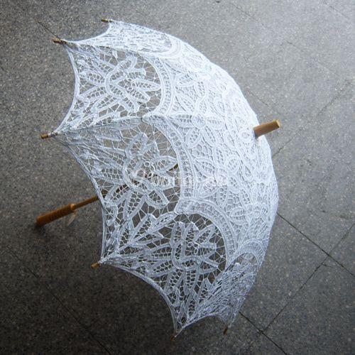 Sombrilla blanca para novias