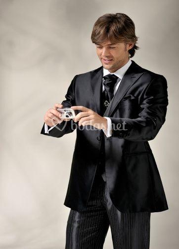 Moderno traje de novio