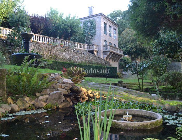 Estanques y jardines