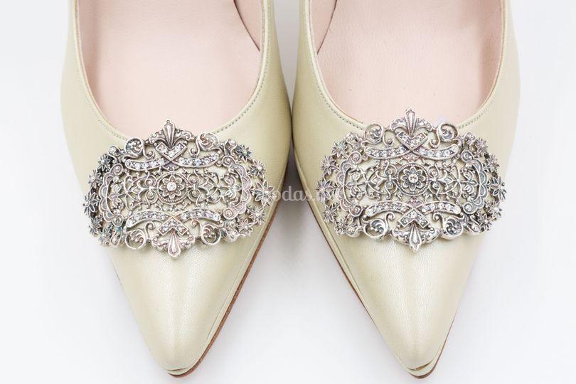 Zapatos de novia con joya