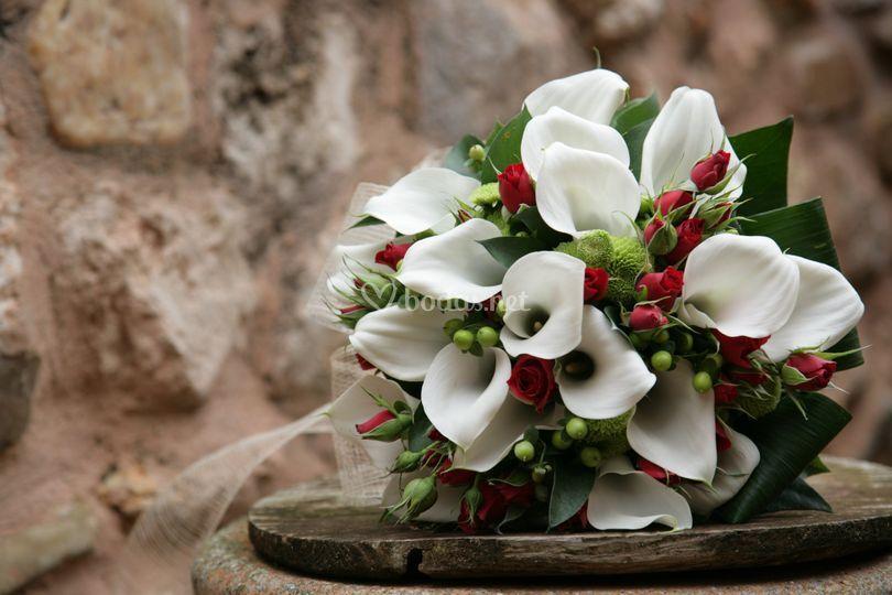 Ramo de novia de calas blancas