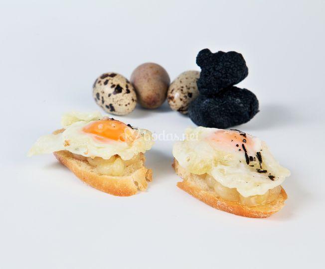 Huevo de codorniz y patata trufada