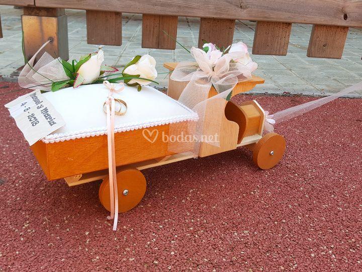Camión anillos de boda con ros