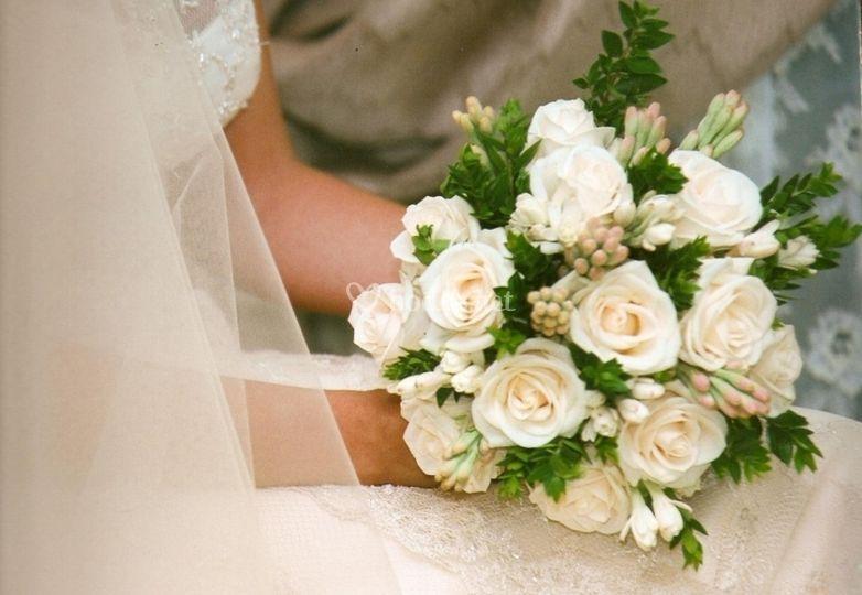 Bouquet de rosas y nardos