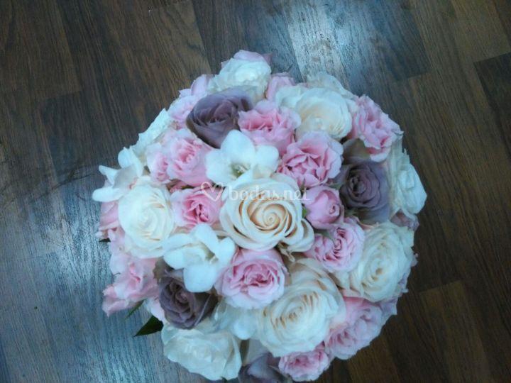 Ramo rosas con rosas pitiminí