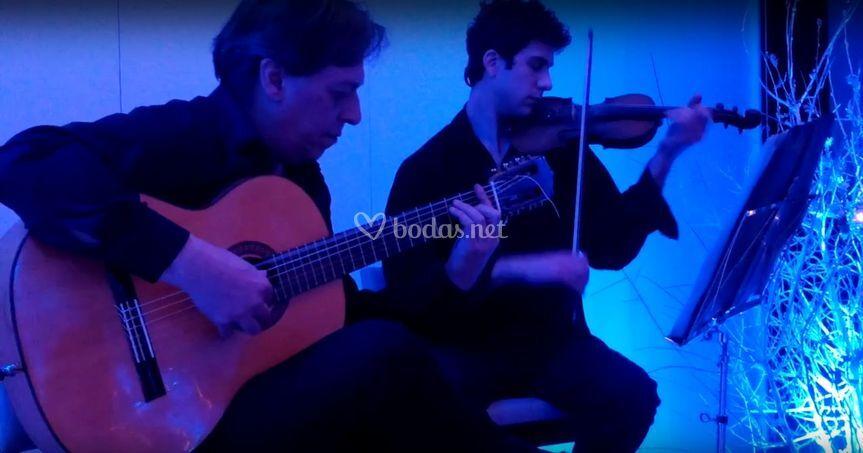 Dúo de guitarra y violín para cóctel