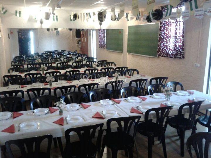 Sillas y mesas para comunión