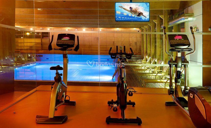 Abba burgos hotel for Gimnasio y piscina