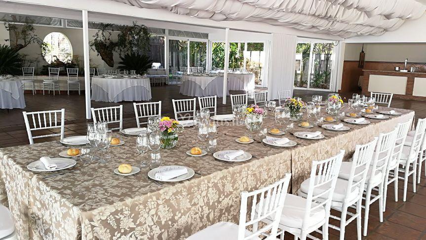 Mesa imperial evento familiar de los jardines de sansue a for Decoracion jardin granada