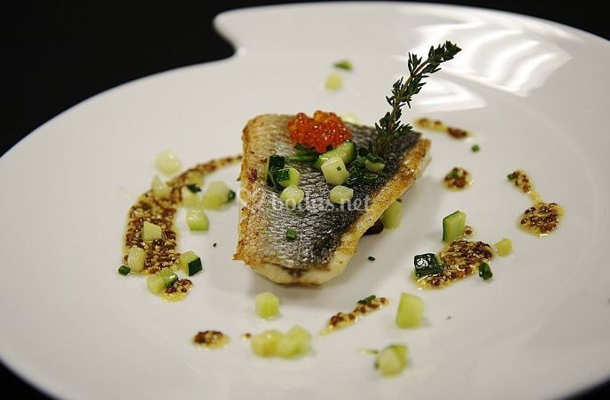 Plato de pescado decorado de galileo club gastron mico fotos - Platos gourmet con pescado ...