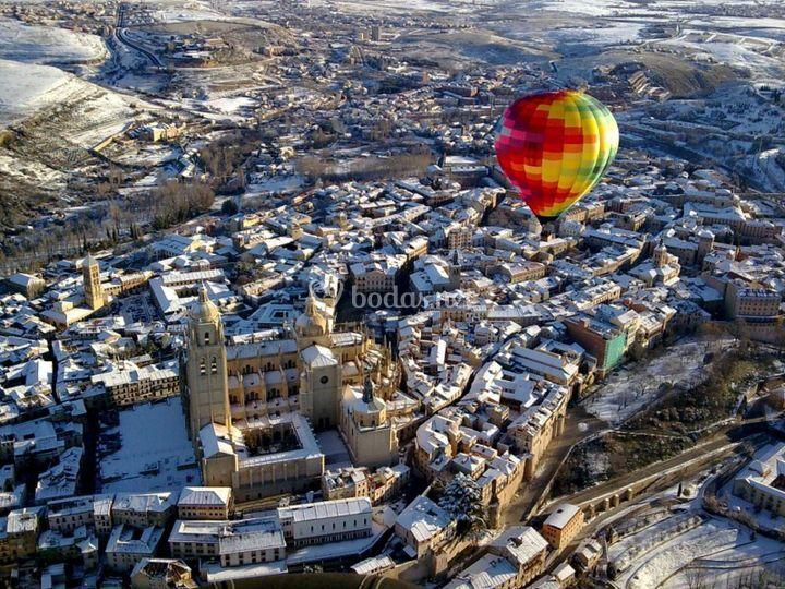 Vistas a la Catedral de Segovia nevada