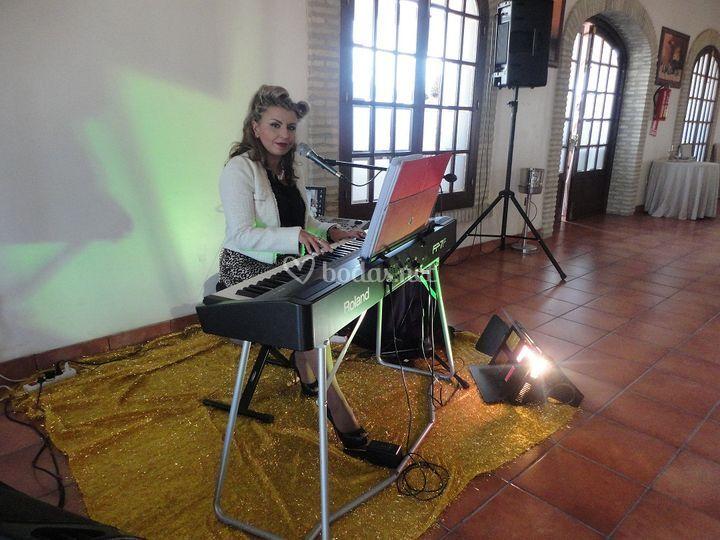 Amenización con teclado