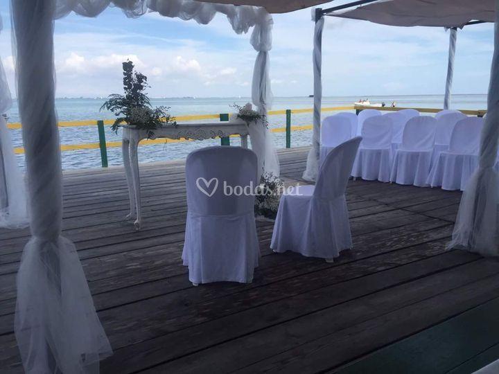 Ceremonia civil en el mar de Restaurante Marisquería Casa Ramón Marinés