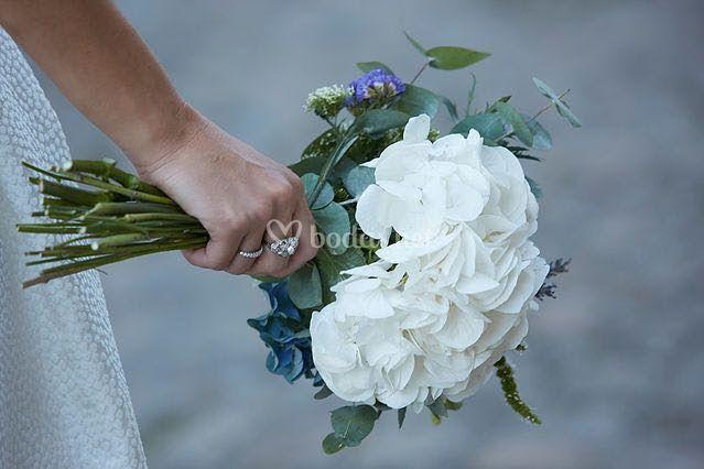 Ramo de novia con hortensias