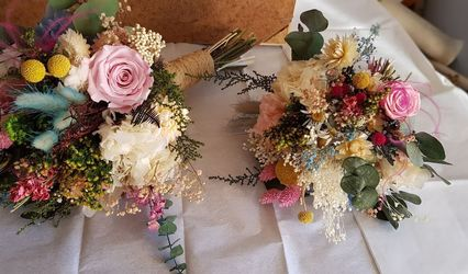 Un Patio con flores