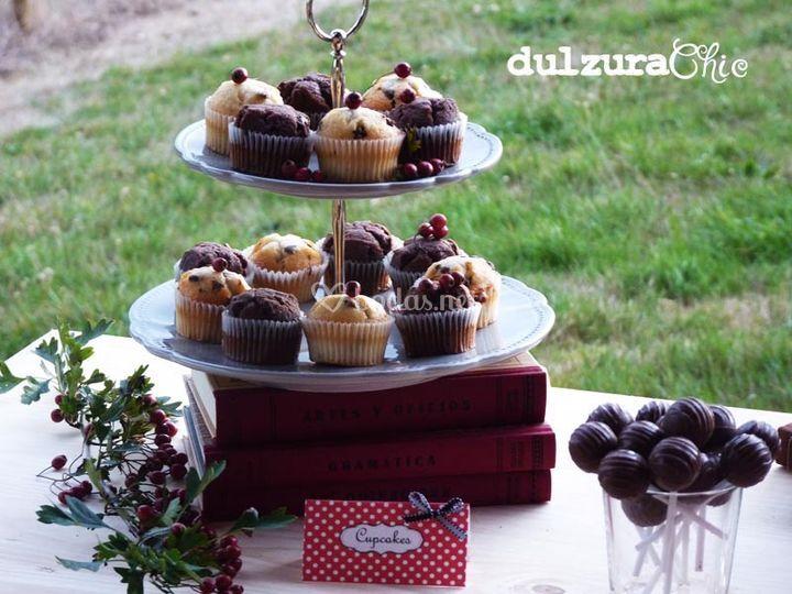 Mesa dulce rústica. Cupcakes