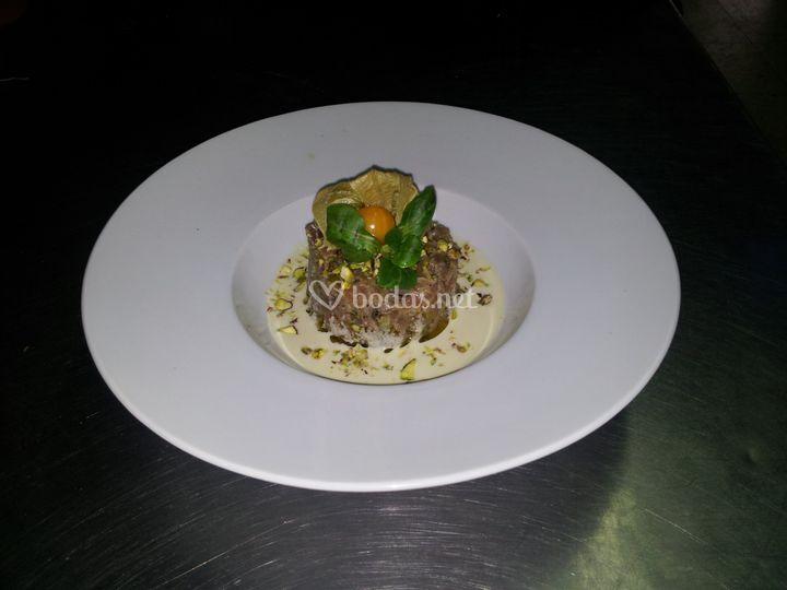 Tartar de atún con ajo blanco