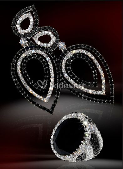 Conjunto de pendientes y anillo