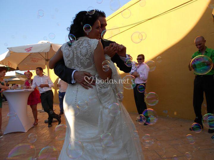 Baile nupcial y burbujitas