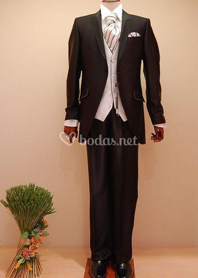 Alquiler de  trajes de novio, smoking y chaqué